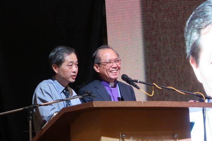 台灣中華基督教衛理公會會督陳建中牧師(右)分享(圖:來自馬來西亞基督教衛理公會官網)