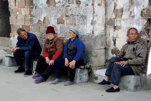 中國農村老人。(圖:sina.com)