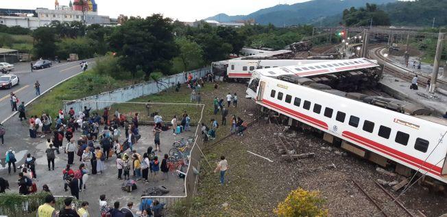 台灣普悠瑪號列車21日下午突發事故,造成18人死亡。 (圖:來自網絡)