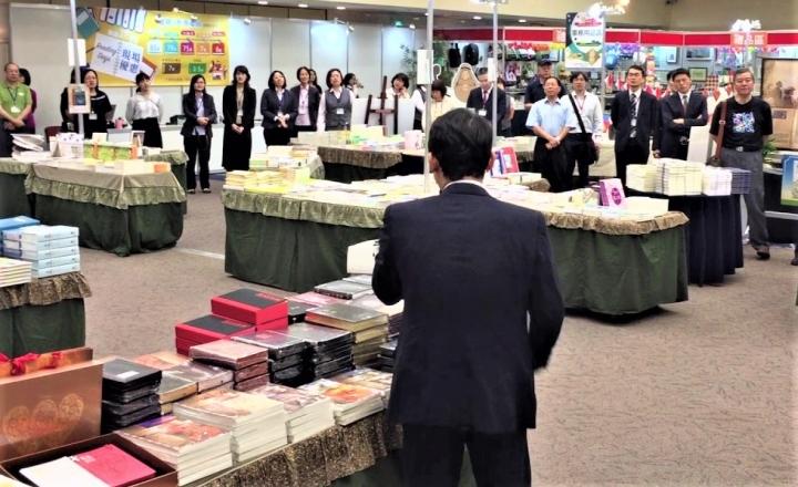 2017台北基督教書展開幕禮拜唱詩。(圖:台北基督教書展youtube 圖)