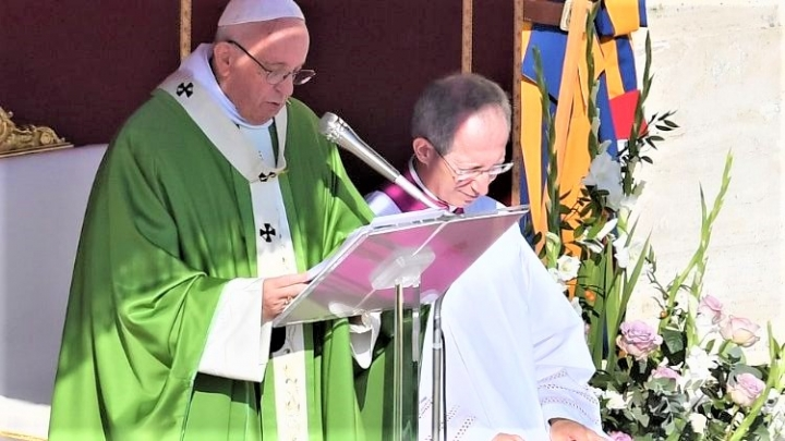 教宗在世界主教會議主持揭幕。(圖:梵蒂岡新聞網)