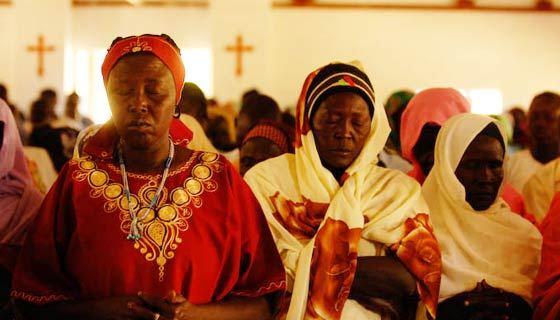 蘇丹基督徒進行敬拜。(圖:beginningandend.com)