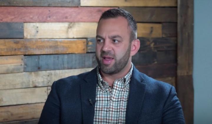 加州奧蘭治縣使命聖經教會執行牧師科斯蒂 (圖:YouTube/SO4J-TV)
