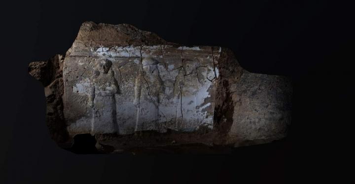 亞述王以撒哈頓宮殿遺址內雕刻 (圖:BBC)
