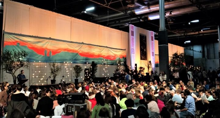 1萬5千青年齊集西班牙首都馬德里參與泰澤團體第41屆歐洲聚會。(圖:天主教香港教區視聽中心臉書)
