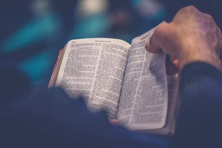 約翰派博牧師教導信徒如何有效利用聖經閱讀計畫 (圖:Unsplash)