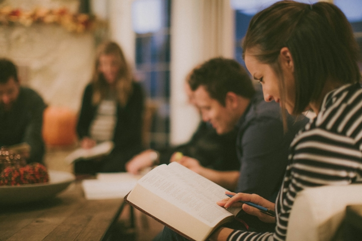 生命之路研究中心((LifeWay Research)1月15日發布的研究報告顯示,生活重心的改變是年輕人不再去教會的主要原因。 (圖:來自網絡)