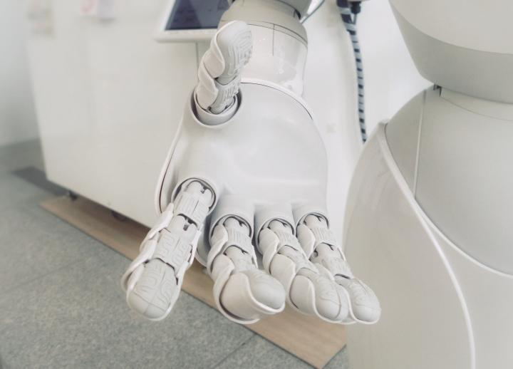 皮尤研究中心調查顯示三分之二專家認為人工智能將改善人類生活景況 (圖:unsplash)