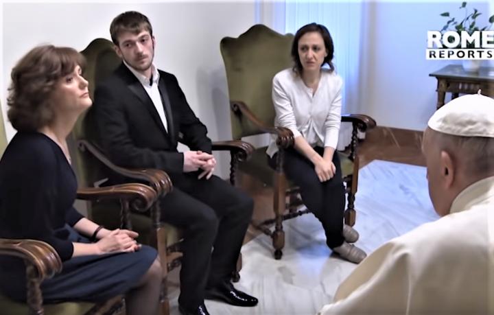 去年4月教宗方濟各於智利與遭性侵受害者見面並致歉。(圖:Rome Reports.com)