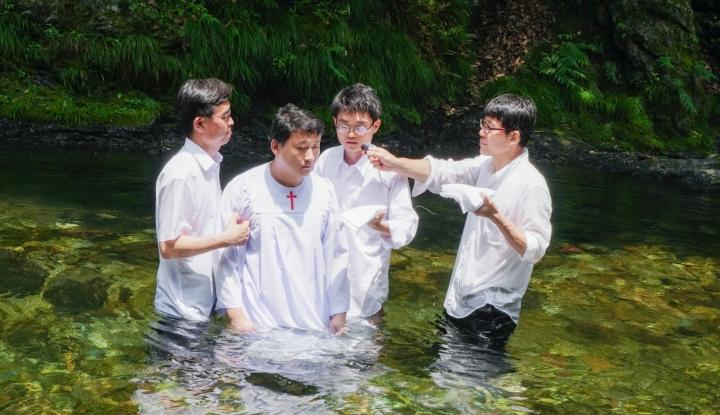 東京日暮里國際教會去年舉行海之日洗禮儀式。(圖:東京日暮里國際教會)