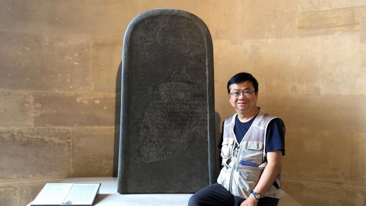 摩押石碑現正保存在法國巴黎的羅浮宮中,本文筆者蔡春曦博士曾多次造訪。(圖:以斯拉培訓網絡)