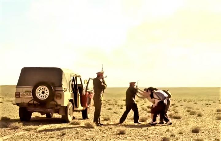 脫北者冒生命危險逃離軍警追捕。(圖:電影《北逃》擷圖)