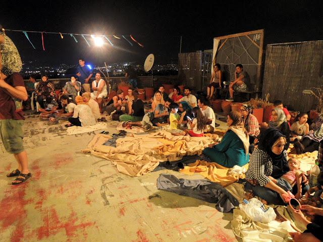 難民營內缺乏食物、水與私隱。(圖:網絡圖片)