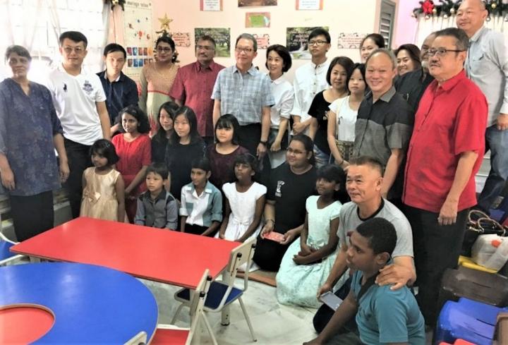 馬來西亞瓦楞紙箱製造商協會(Malaysian Corrugated Carton Manufacturers' Association)近月代表該行業100多位企業家,首次經濟援助貧困戶家庭兒童,提供生活所需及照顧,以行動顯社會良心。