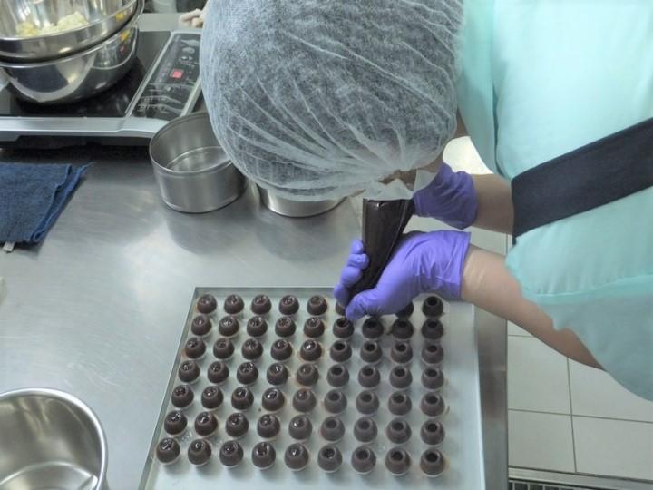 女囚接受造餅技能。(圖:桃園女子監獄網)