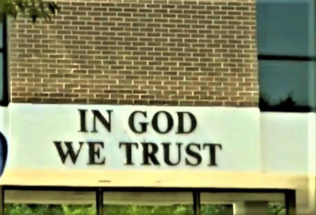 南達科他州公校展示「我們信仰上帝」(In God we trust)。(Fox News)