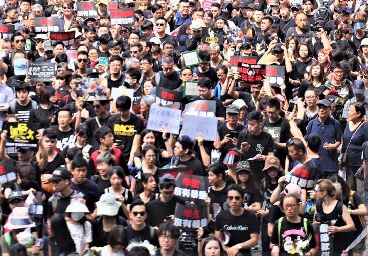 香港市民兩月舉行多場反送中遊行爭取公義。(圖:中央社)