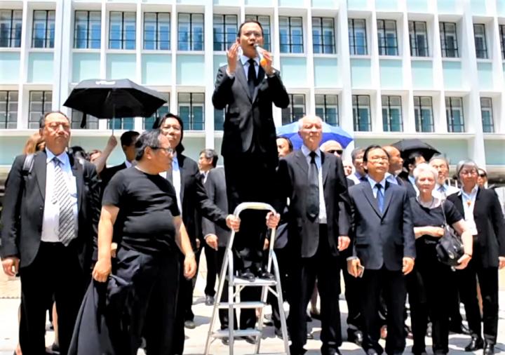 郭榮鏗在遊行中發言。(圖:視頻截圖)