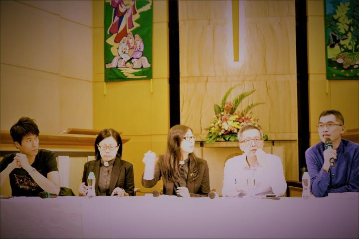 邢福增[右一]、蔡少琪[右二]、楊文玉[左二]、章可銘[左一]。(圖:基督日報)