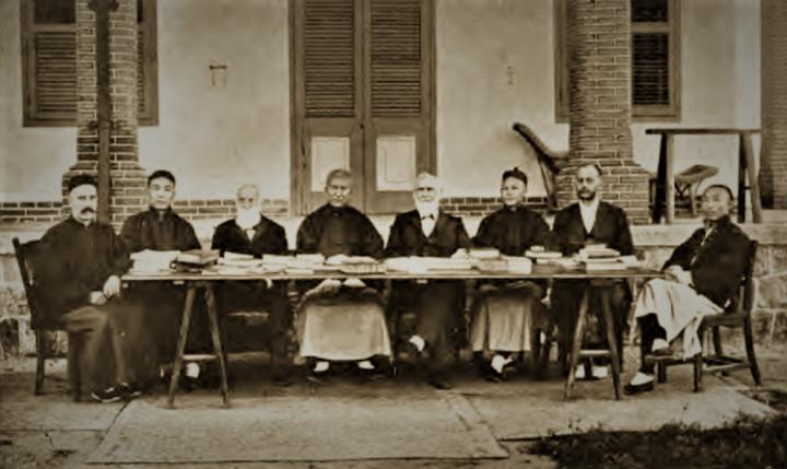 官話《和合本》譯者合照,攝於1906年。(圖:麥金華教授)