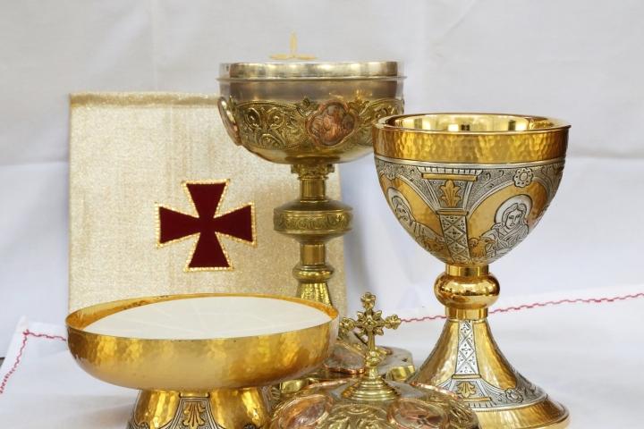 聖餅與聖杯。(圖:FreeImage)