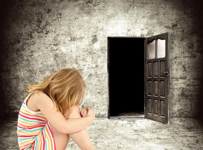 美國每年約有12萬多兒童身體受虐。(圖:leanhtuce)