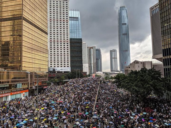香港逃犯條例修例引發的社會衝突至今歷時四個月,社會矛盾加劇。(圖:Studio Incendo)