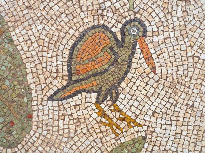拜占庭教堂馬賽克地板的老鷹。(圖:以色列古物管理局)