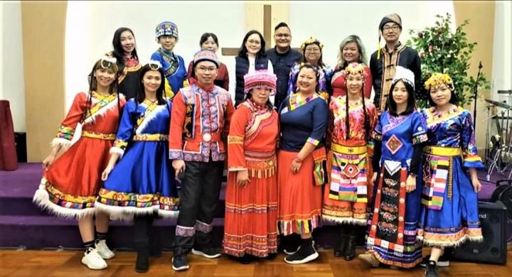 少數民族穿著民族特色服飾。(圖:WIRI世界少數民族)
