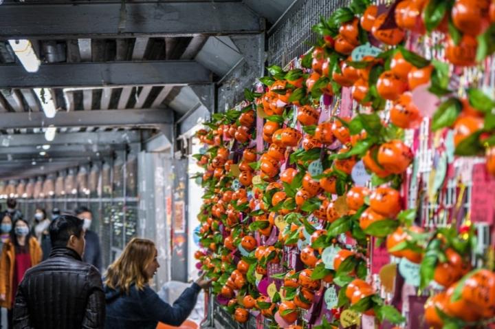 香港市民在連儂牆掛滿祝福物。(圖:Studio Incendo)
