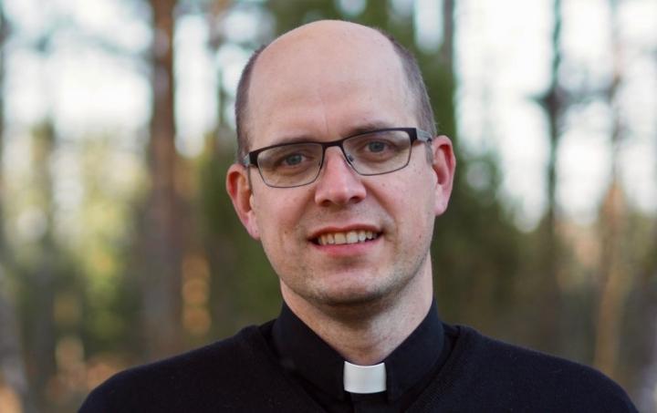被控煽動種族主義罪的牧師約翰·波赫尤拉。(圖:路德使命網站)