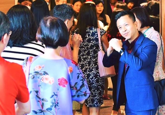 趙克文在上月聚會歡迎信徒。(圖:神召會恩典堂臉書)