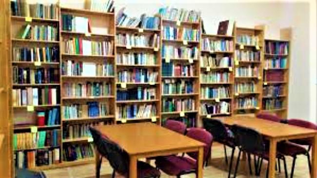 弟兄會教堂圖書館藏書5千多本。(圖: EVANGELICAL FOCUS)