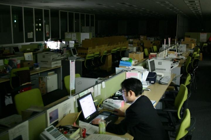 工作超時影響身心靈增加精神壓力。(圖:網絡圖片)