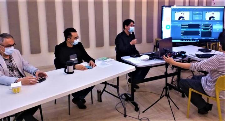 主持與嘉賓在線與參加者交流。(圖:福音證主協會臉書)