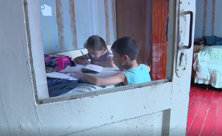 世界展望會透過閱讀、識字讓貧困孩子接受教育。(圖:台灣世界展望會)