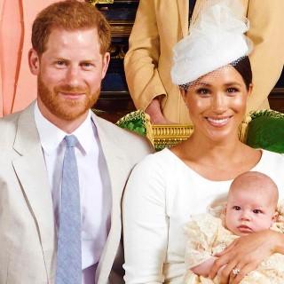 哈利王子與妻兒。(圖:哈利王子臉書)
