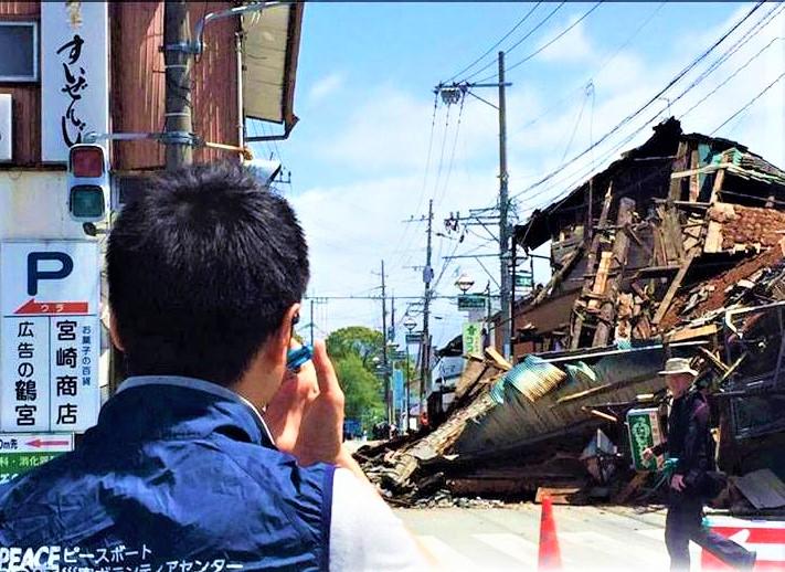 日本九州熊本市2016年發生地震,日本教會世界服務社觀察員在匯報情況。(圖:日本教會世界服務社臉書)