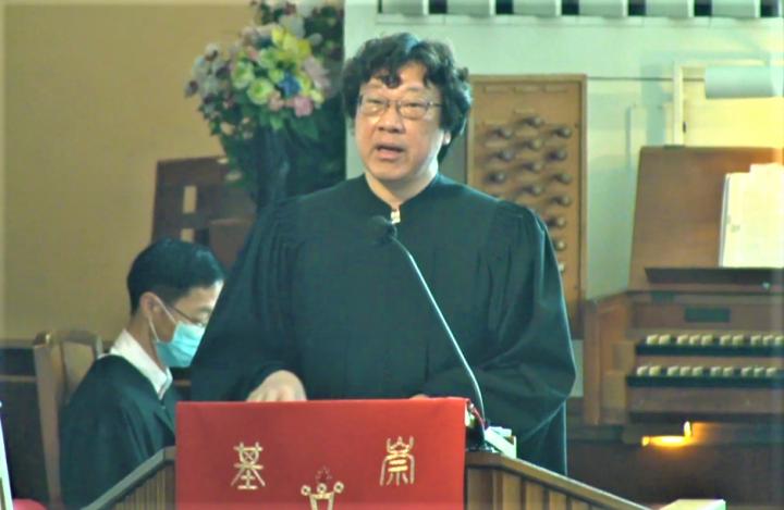 鄭漢文博士在中大崇基禮拜堂證道。(圖:視頻擷圖)