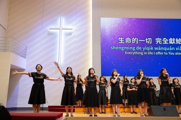 台南聖教會在全球禱告會的敬拜讚美及詩班獻詩。(圖:台南聖教會臉書)