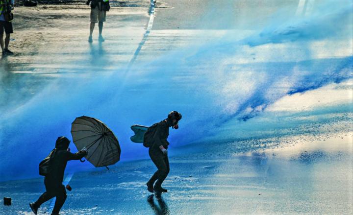 警方在去年反送中施放過萬枚催淚彈。(圖:flickr)