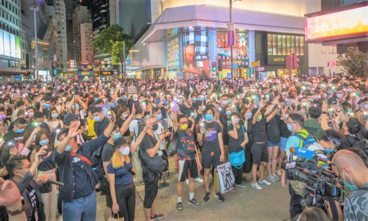反修例一年,國安法壓境引發大批市民5月底再度上街抗議。(圖:Studio Incendo)