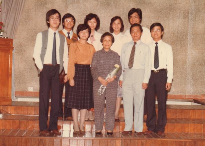 1980年受浸後與家人合照(圖:蔡春曦牧師 提供)