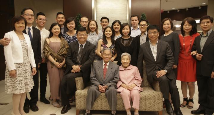 2018年蔡熊先生結婚65週年紀念三代同堂全家福。(圖:蔡春曦牧師 提供)