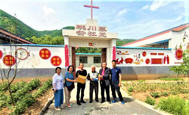 陝西省寶雞市基督教兩會張萬寶教師等,探訪慰問基層。(圖:中國基督教網)