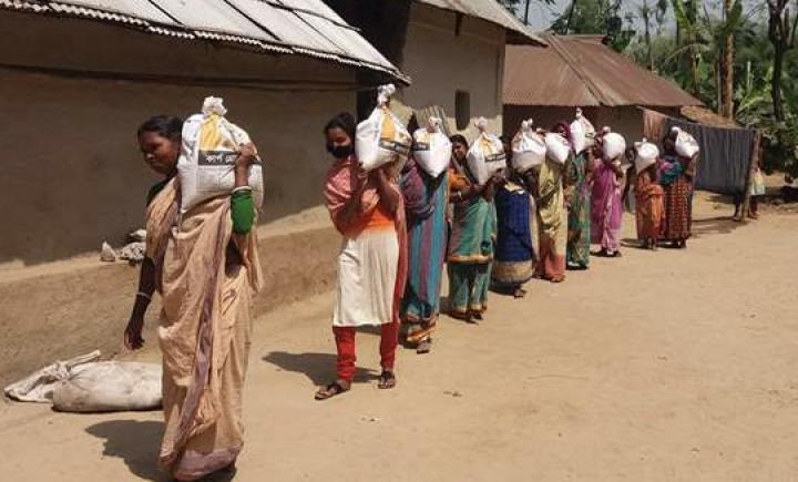 在孟加拉國接受敞開的門緊急援助的受逼迫基督徒。(圖:敞開的門網站)
