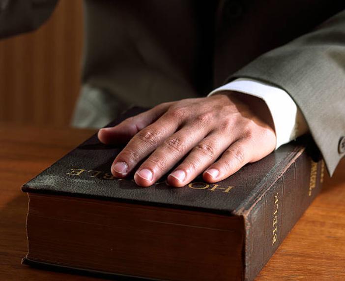 發誓是人與上帝的關係。(圖:Getty Images)