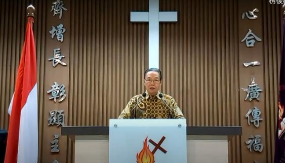 周建平牧師在視頻呼籲堂會配合政府防疫政策。(圖:印華基聯網站)