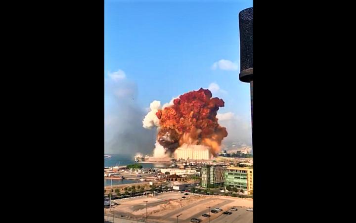 爆炸一刻火焰衝上雲霄。(圖:視頻擷圖)