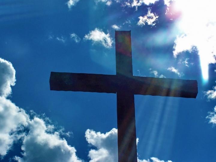 禱告是尊崇神的名。(圖:FreeImage)